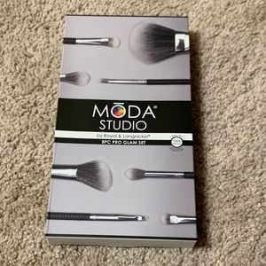 Moda Brush Set